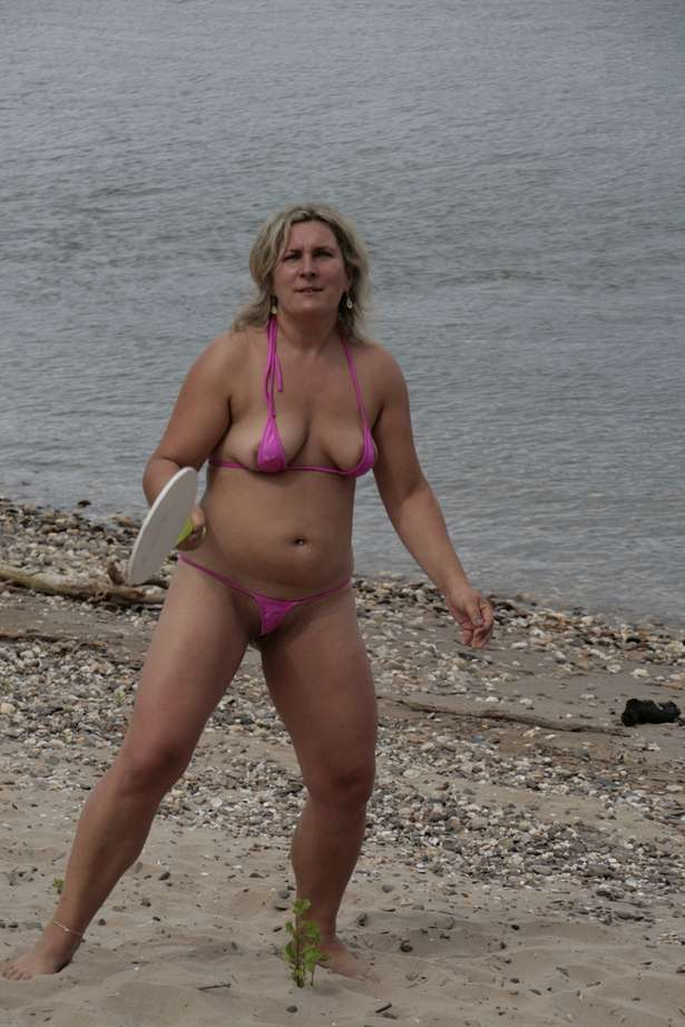 masturbation plage milf pulpeuse