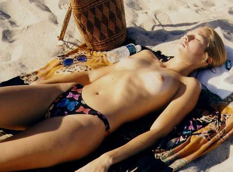 Belle blonde aux gros seins dans un gangbang avec papy - 2 part 5