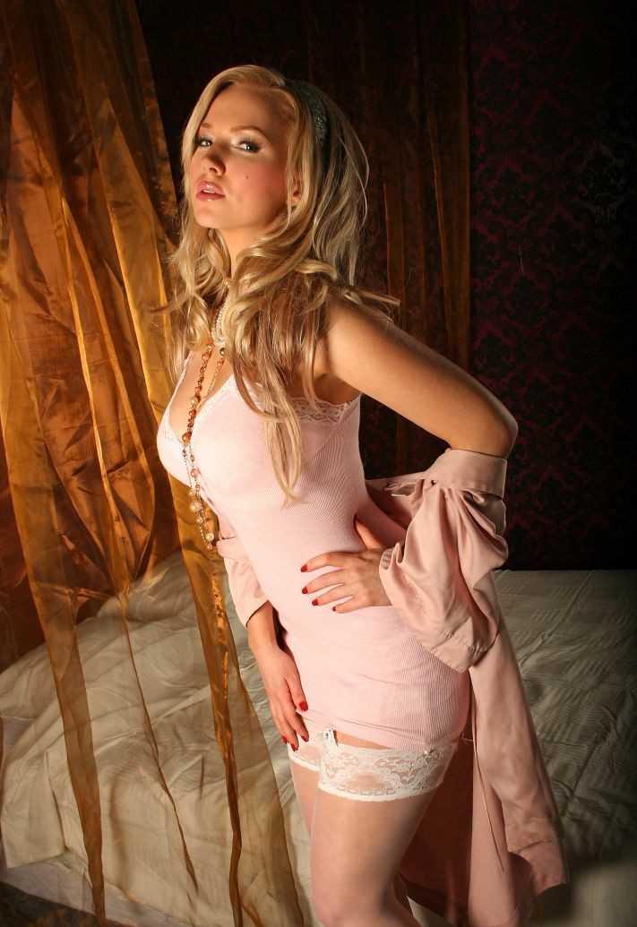 La blonde a gros seins en partouze sauvage french amateur - 2 9