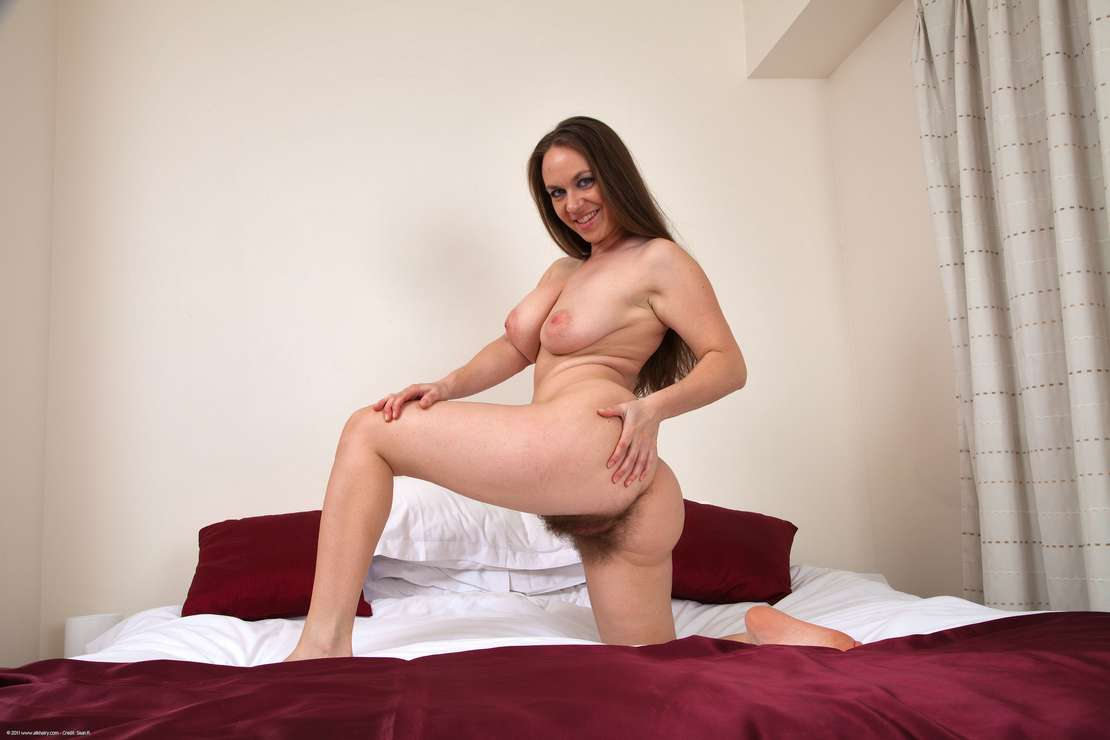 chatte velue nue (113)