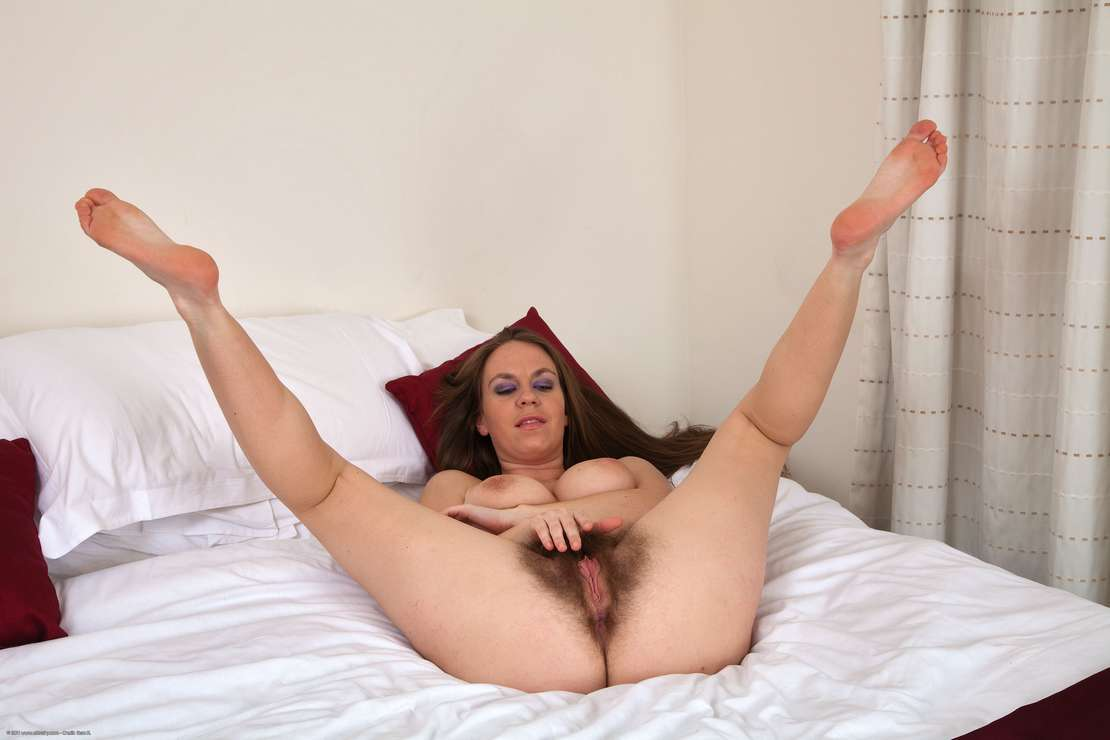 chatte velue nue (121)