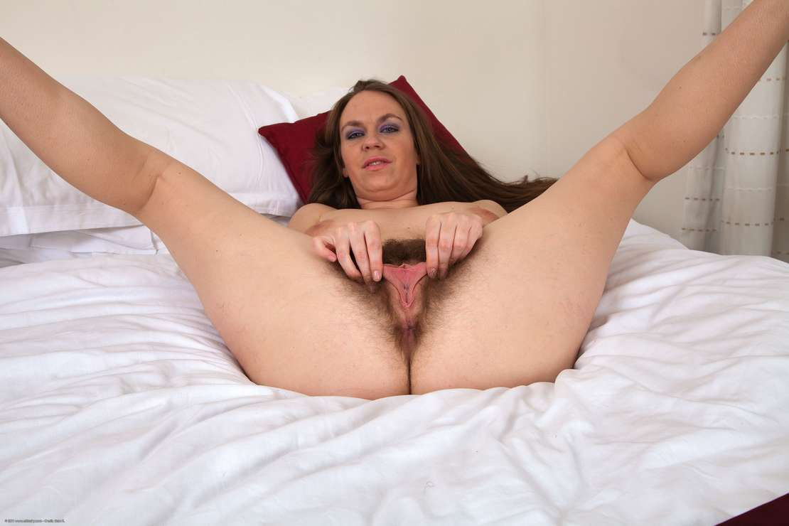 chatte velue nue (127)