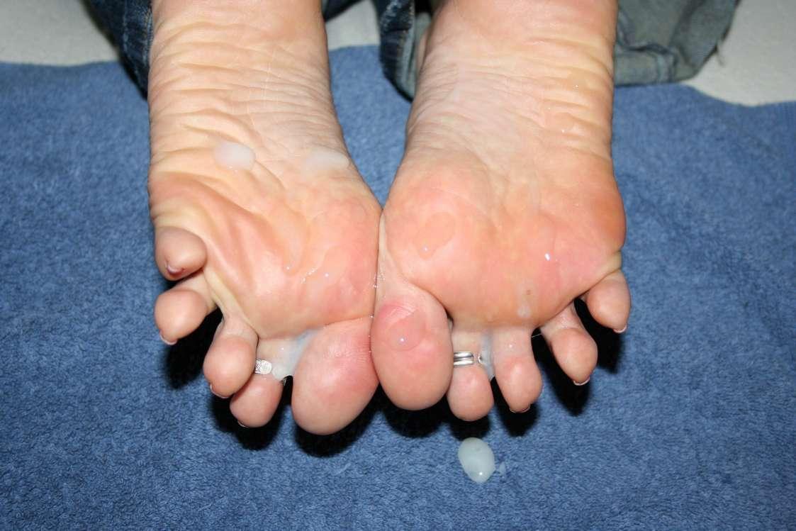 ejac pieds femme nue (19)