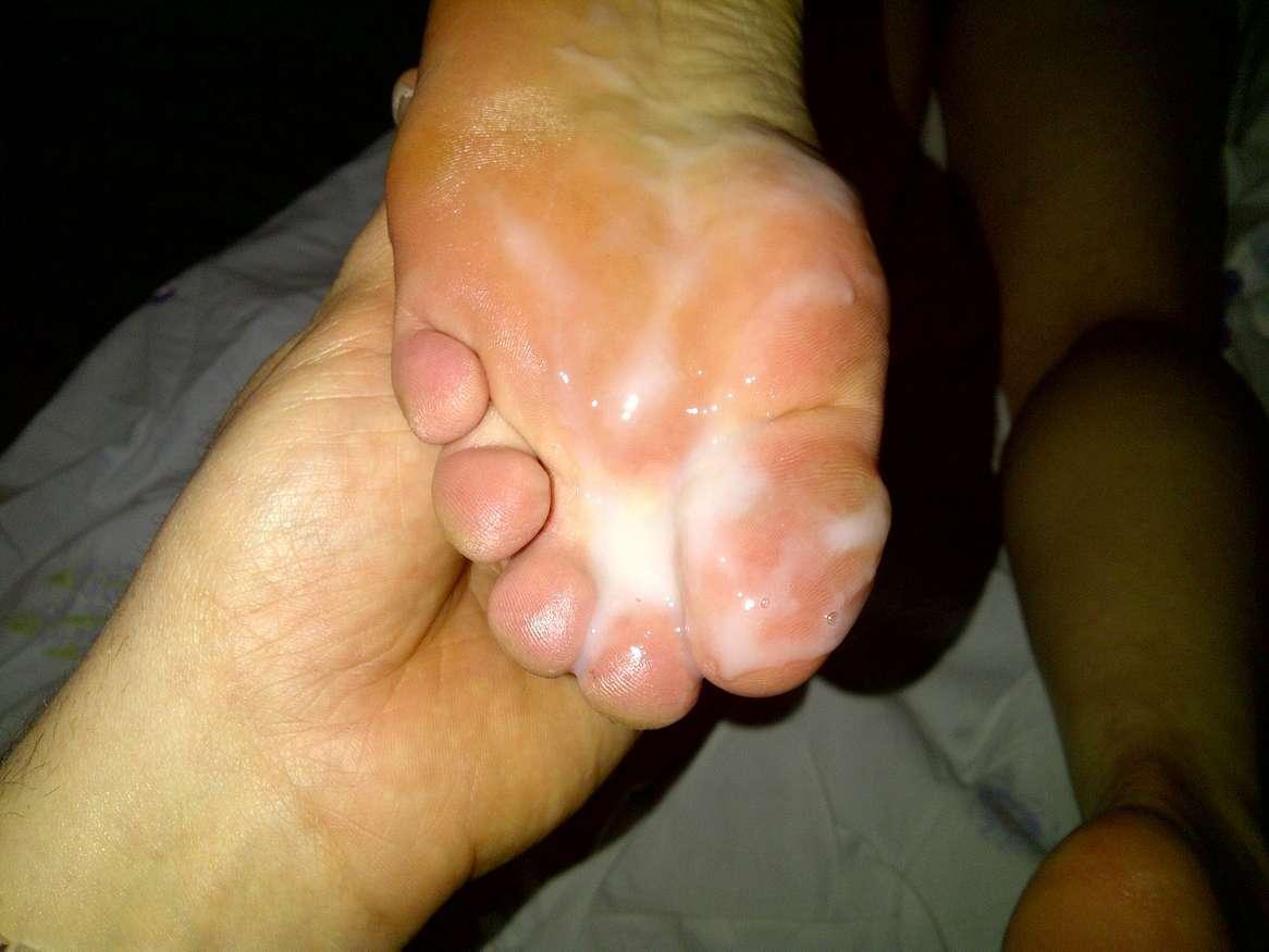 ejac pieds femme nue (20)