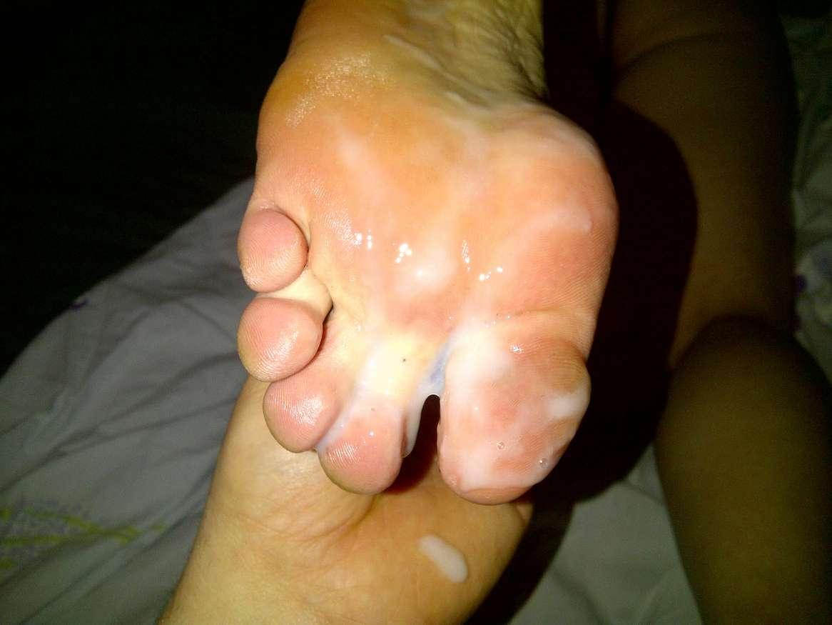 ejac pieds femme nue (21)
