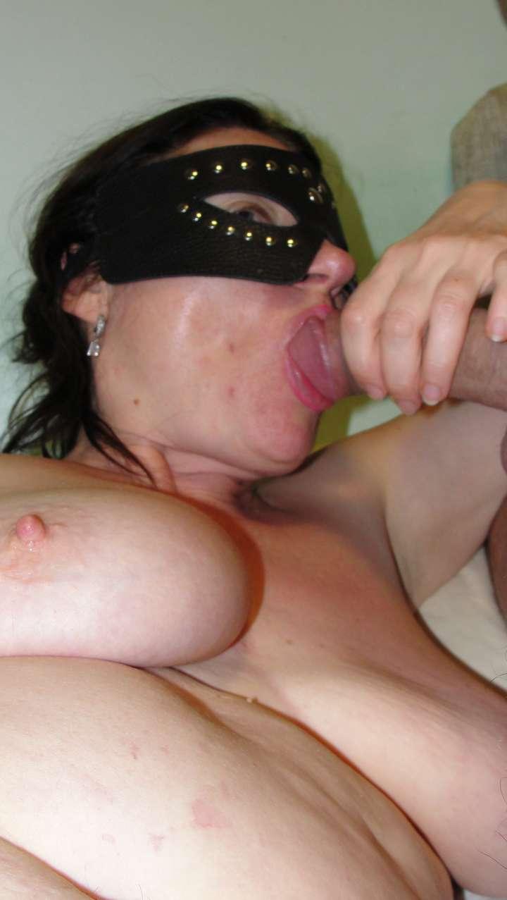 femme nue amatrice suce (4)