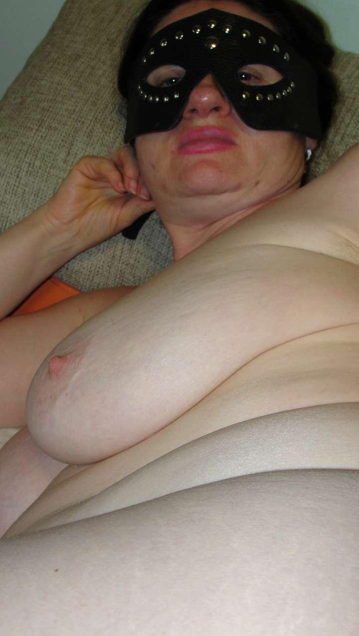femme nue amatrice suce (5)