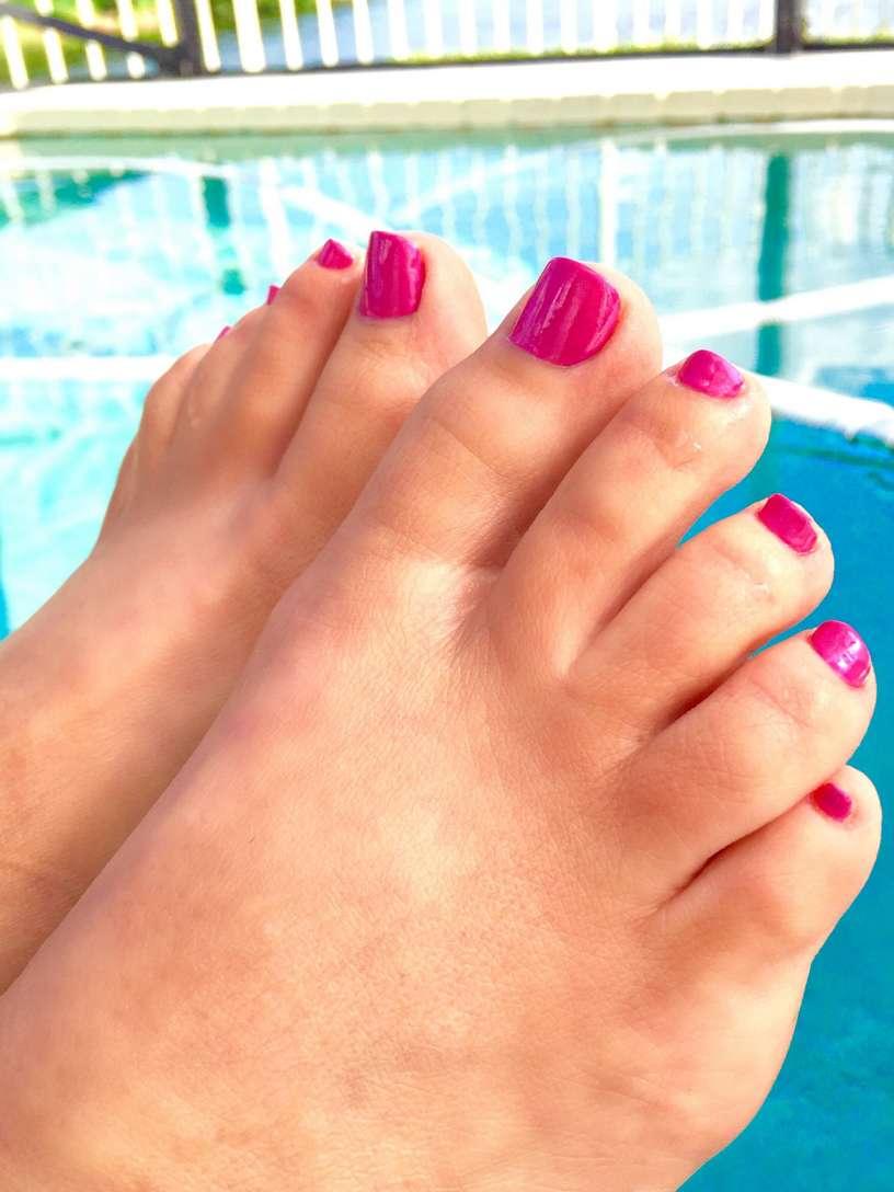 femme nue brune piscine (6)
