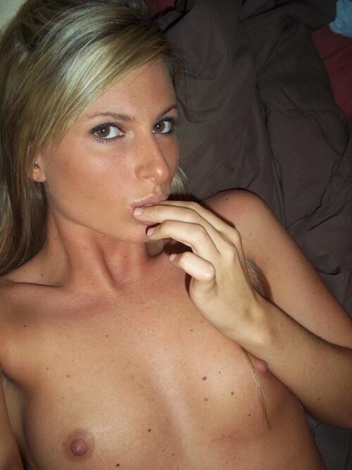 femme nue petits seins (14)
