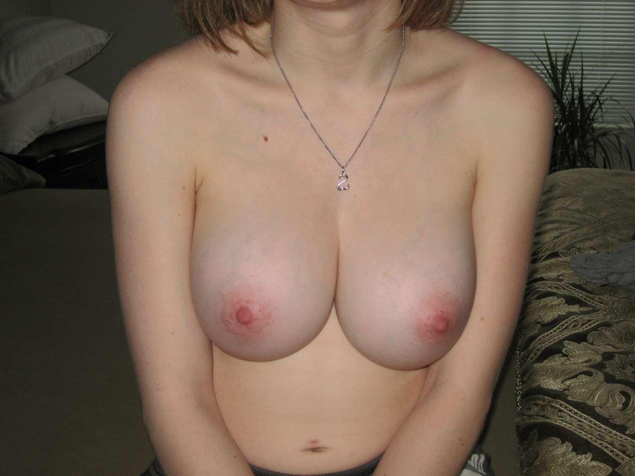 gros seins blonde nue (102)
