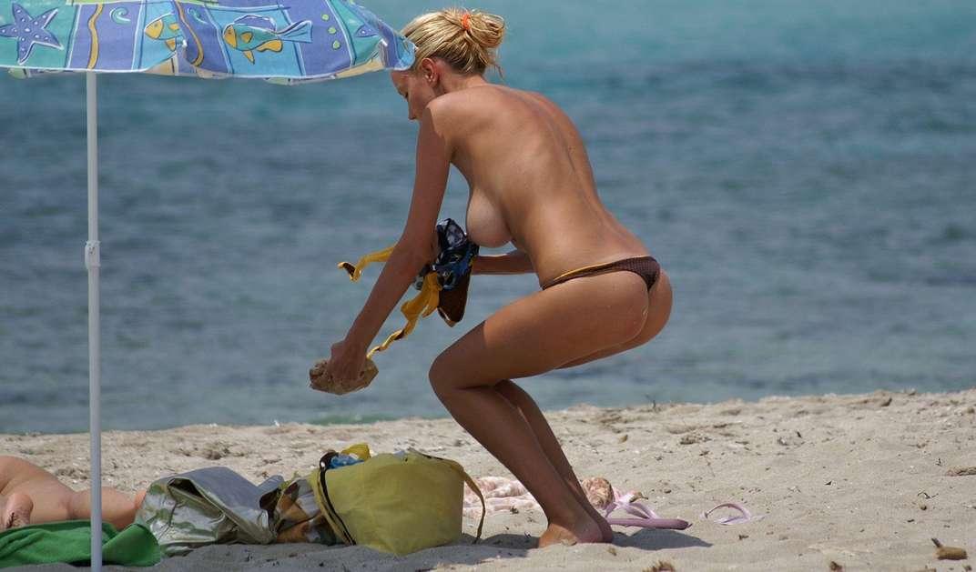 gros seins blonde topless (2)