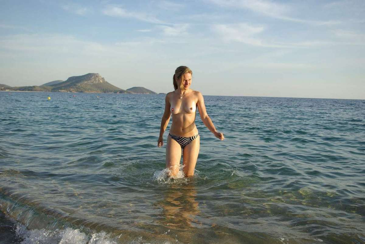 gros seins blonde topless (4)