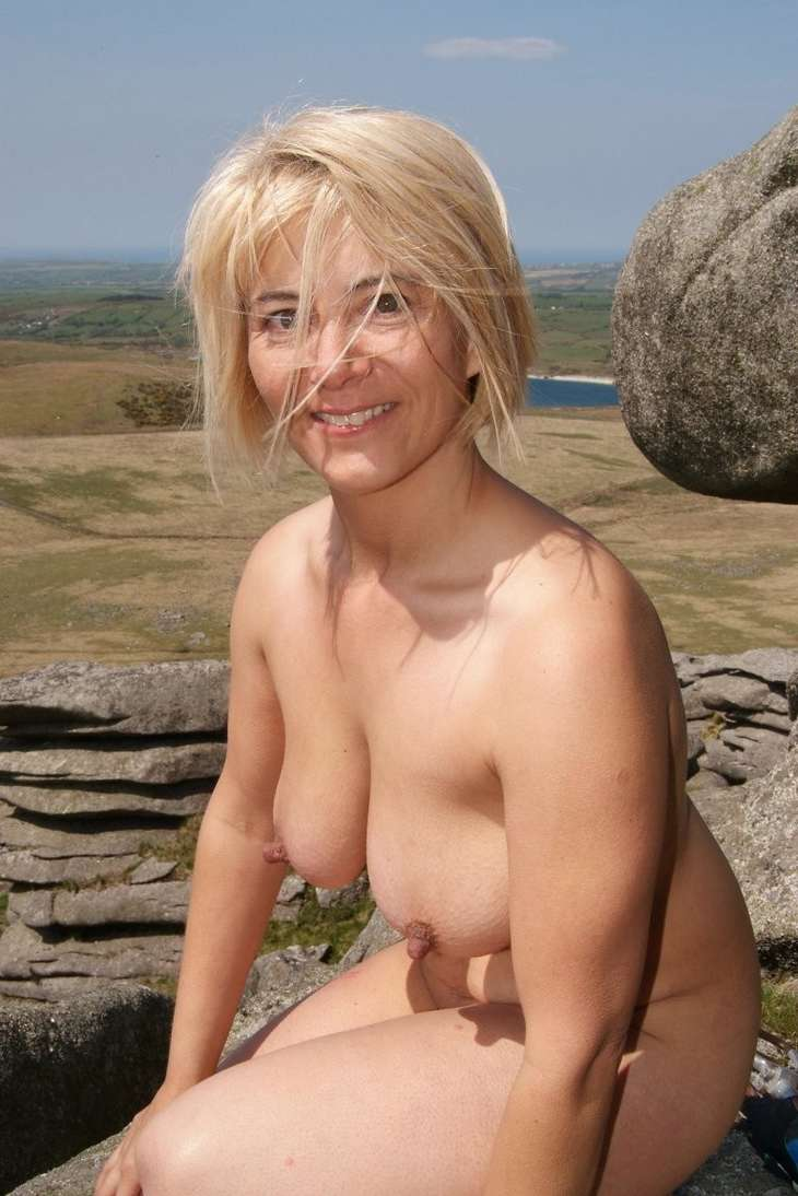 gros seins blonde topless (6)