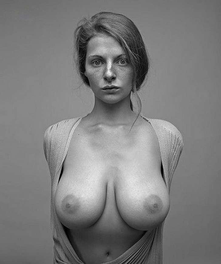 Photos De Femmes Avecdes Gros Seins En Tenues Sexy 14