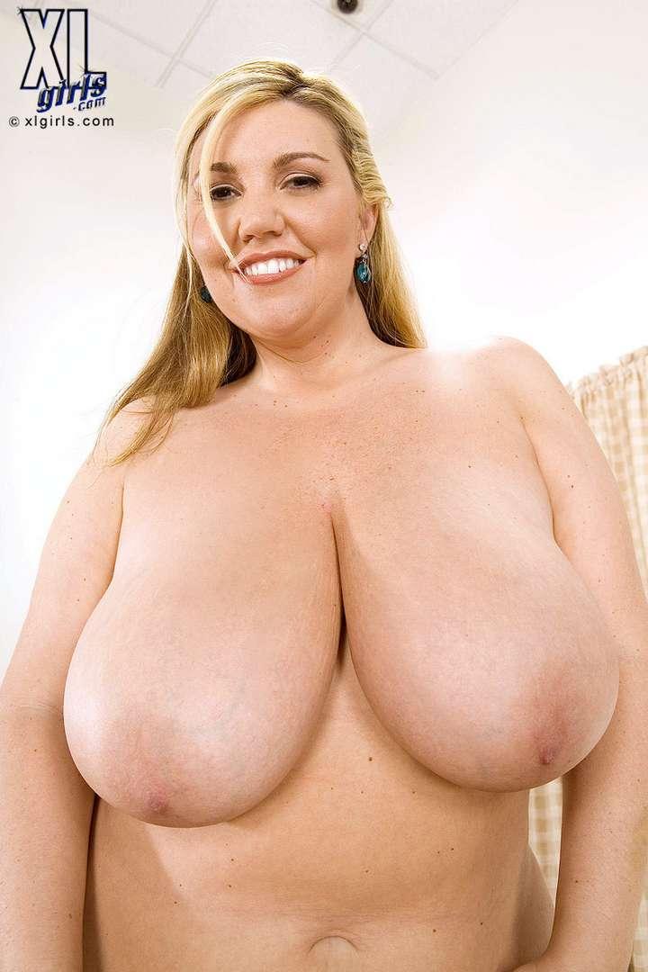grosse femme blonde nue (5)