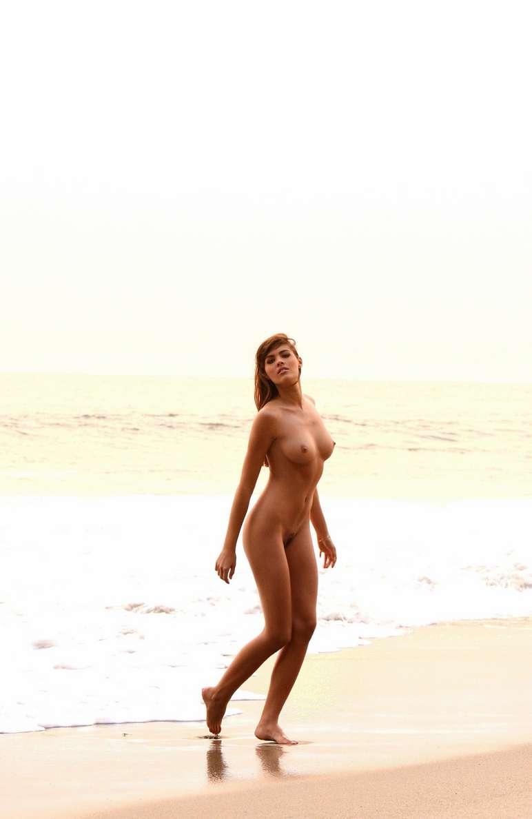 jeune femme nue plage (3)