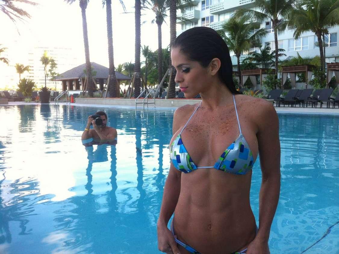 jeune femme sexy bikini (26)
