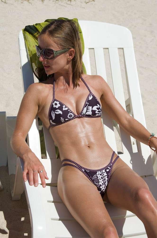 jeune femme sexy bikini (30)
