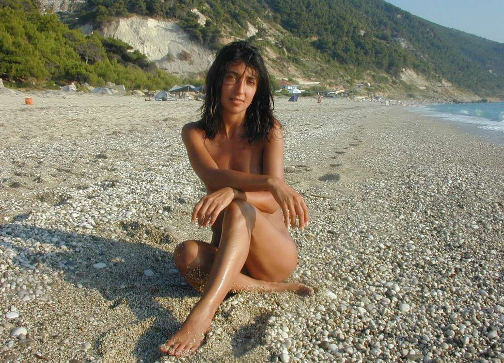 italian nude hot girl