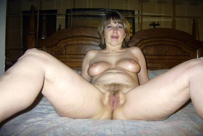 maman poilue ecarte cuisses (17)