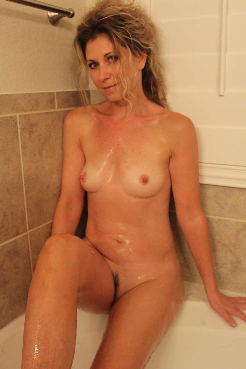 milf blonde nue bain pipe (3)