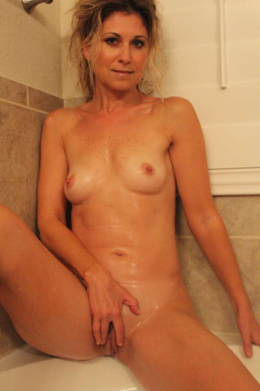 milf blonde nue bain pipe (4)