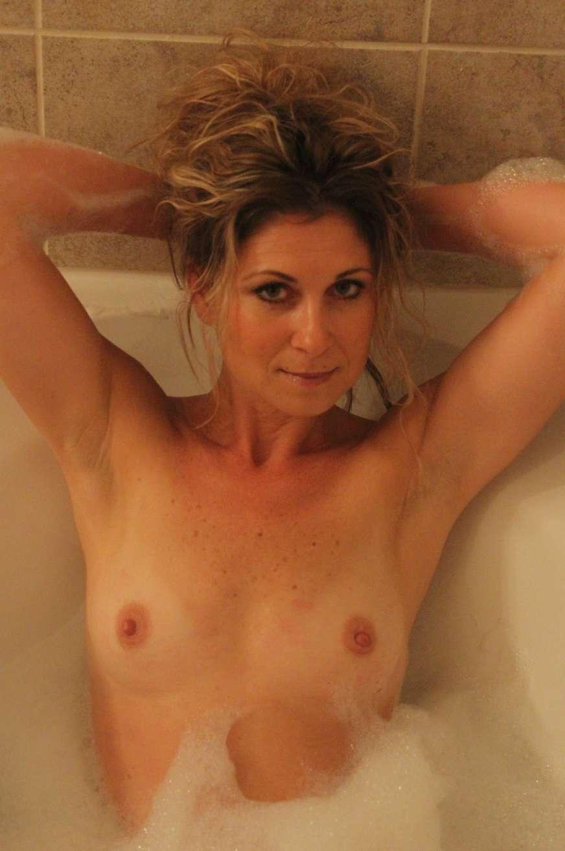 milf blonde nue bain pipe (6)