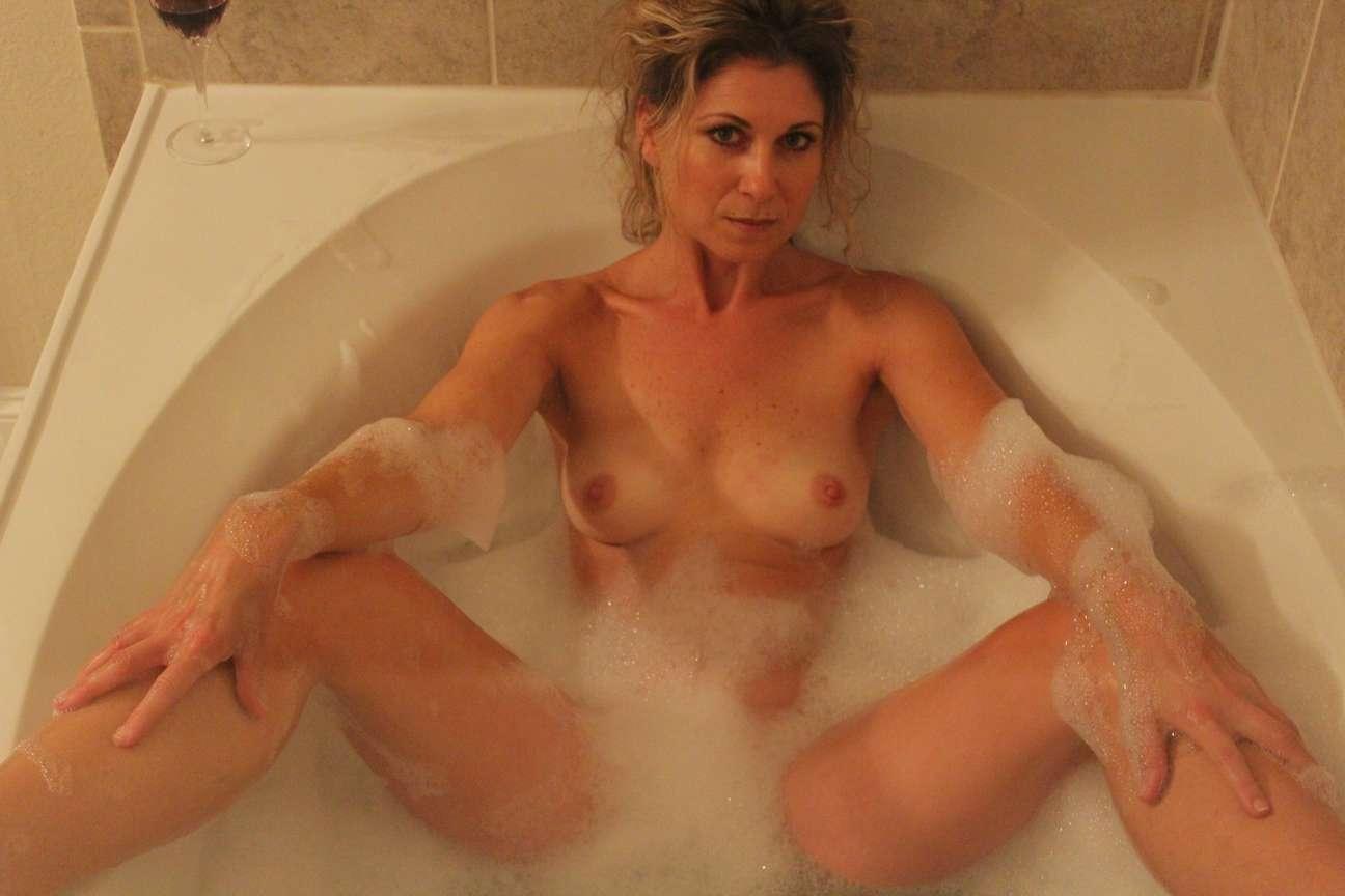 milf blonde nue bain pipe (7)
