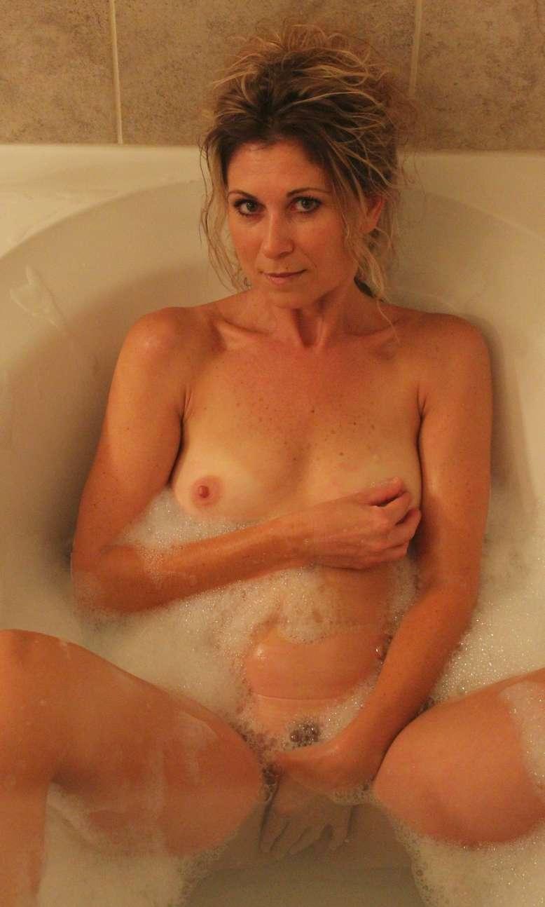 milf blonde nue bain pipe (9)