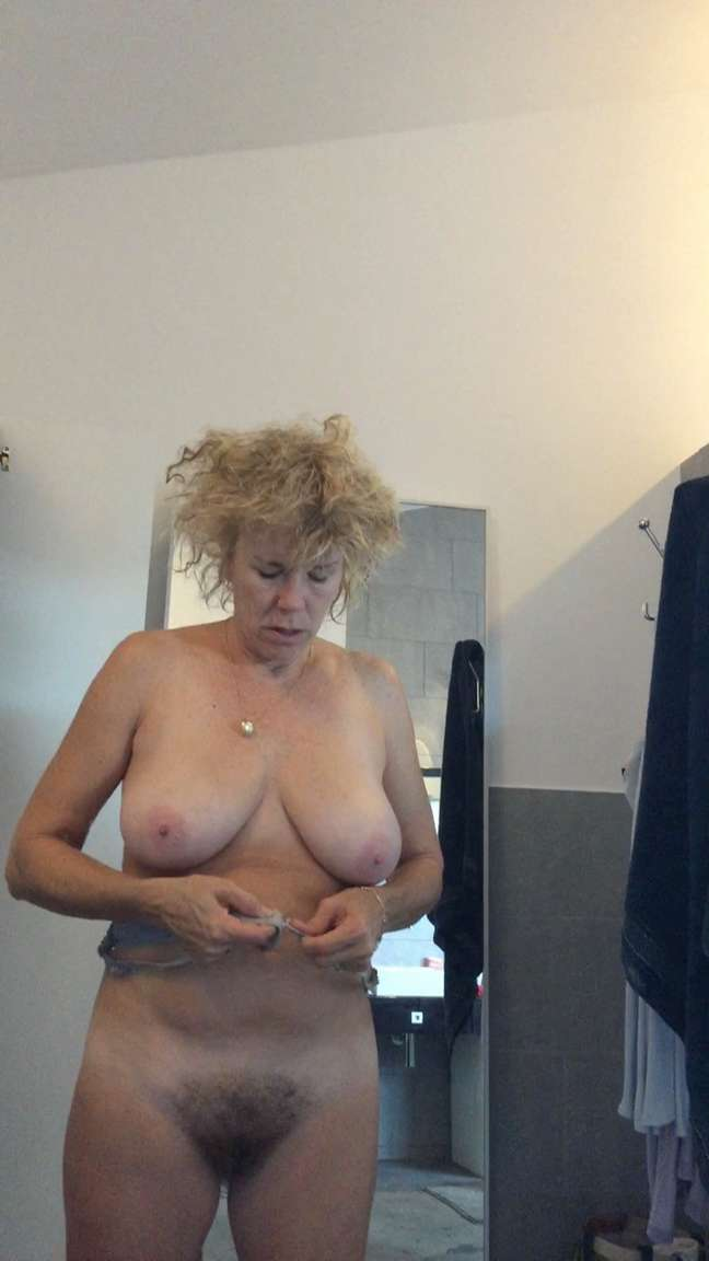 chatte juteuse vieille salope gros seins
