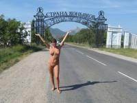 Alionka, amatrice brune aux gros seins qui aime l'exhibe et le partage ;)