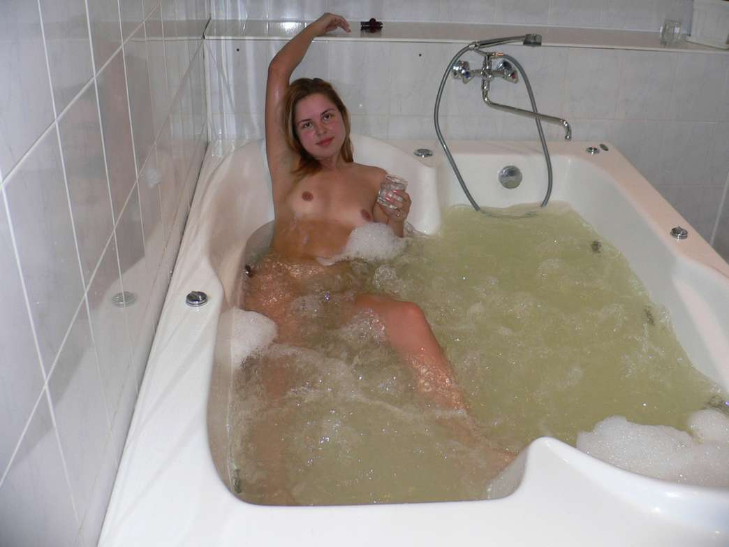 amatrice nue baignoire (8)