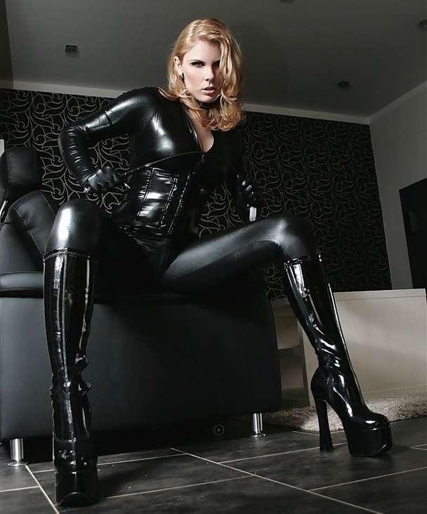 amatrice sexy bottes noires (28)