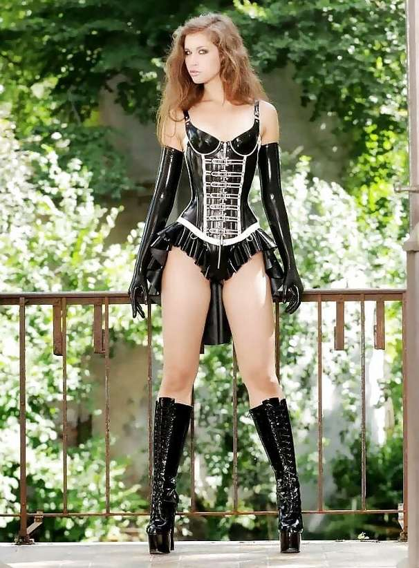 amatrice sexy bottes noires (7)