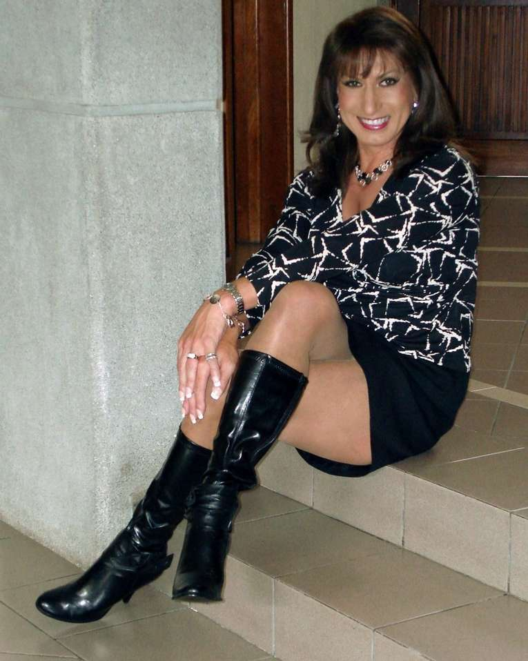 amatrice sexy bottes noires (8)