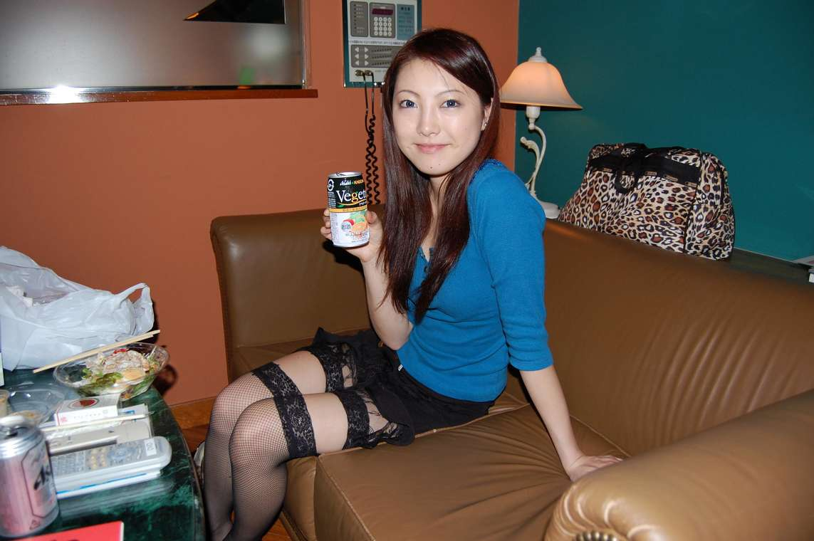 Amatrice asiatique suce son copain VIDEO