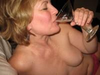 Une blonde mûre gourmande qui raffole de sperme et de sodomie :D