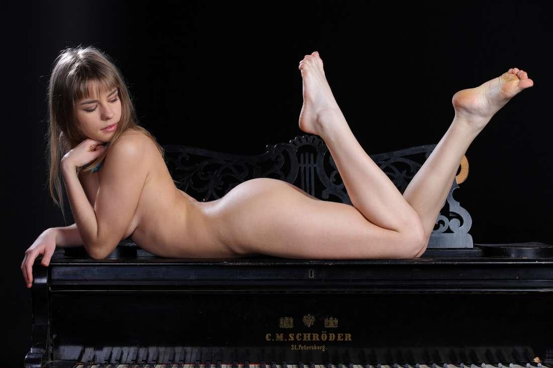blonde nue poilue bonasse (133)