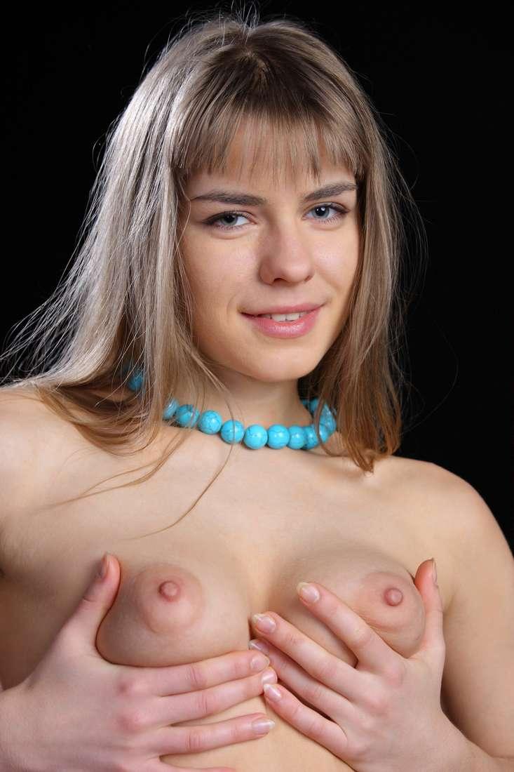 blonde nue poilue bonasse (145)