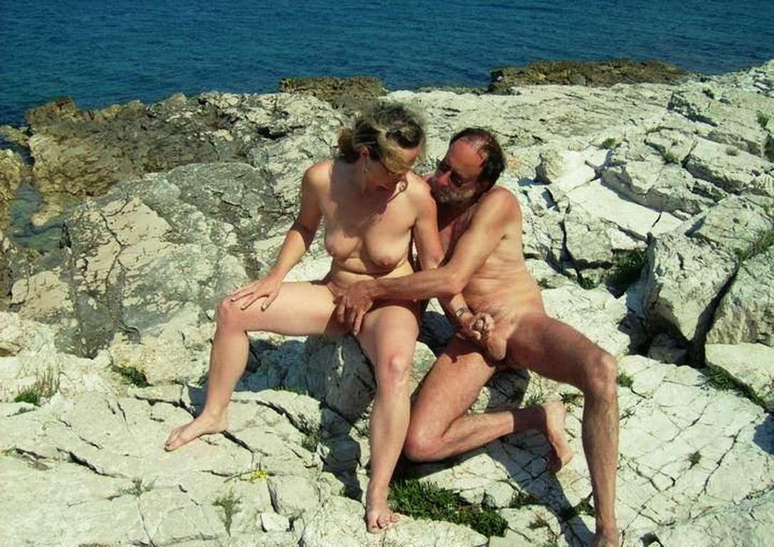 branlette nue plage (14)