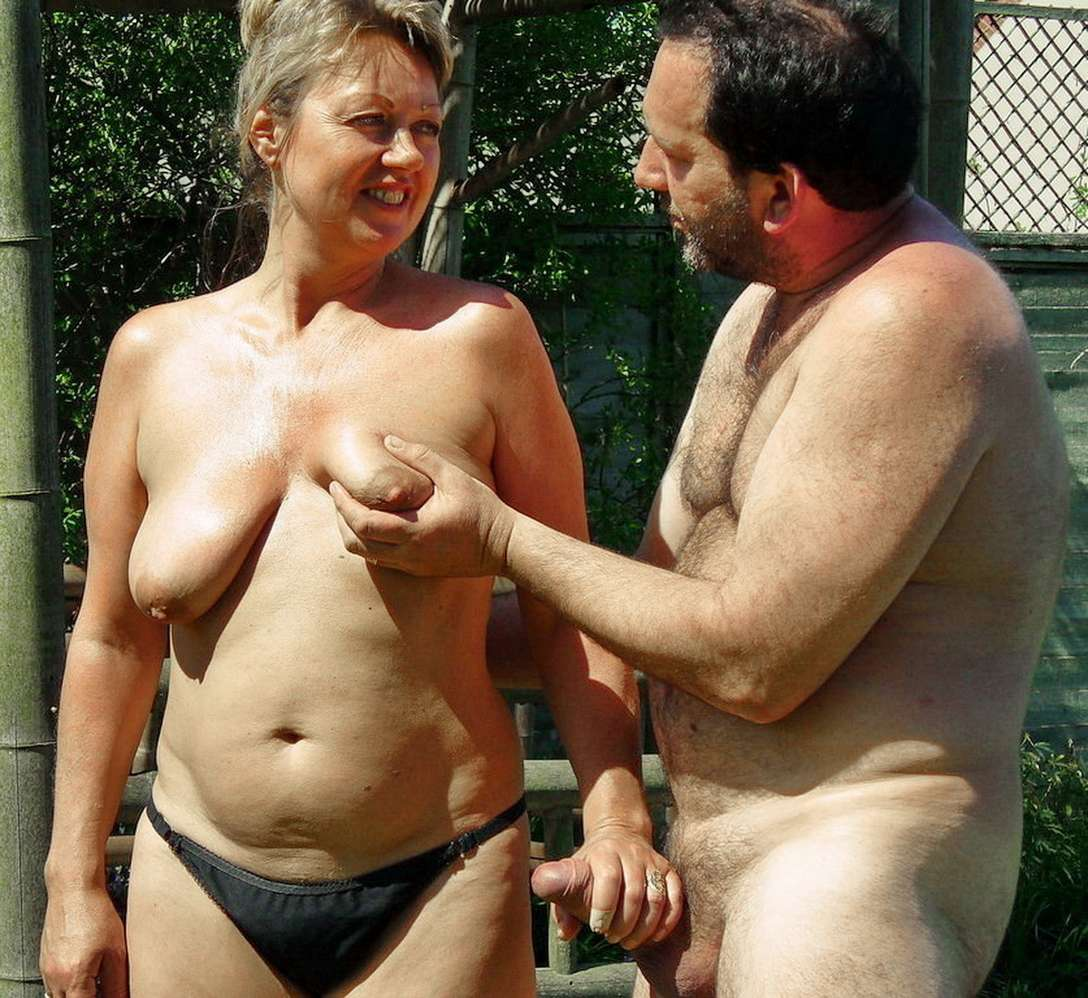 branlette nue plage (17)