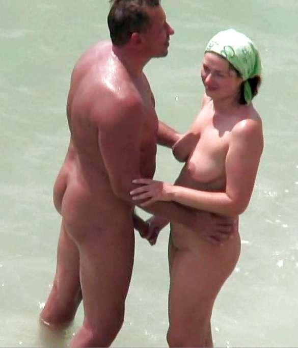 branlette nue plage (2)