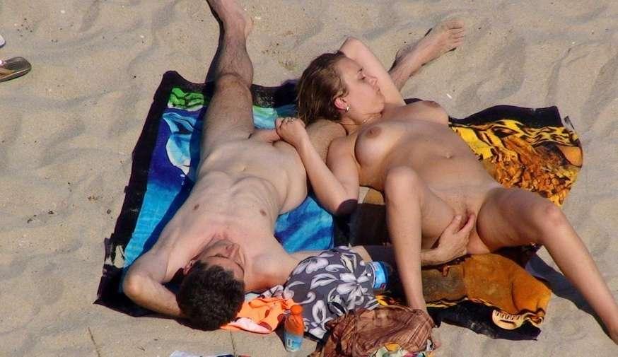 branlette nue plage (7)