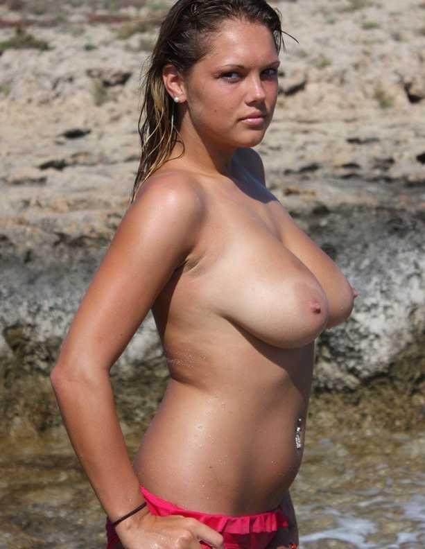 brune gros seins nue plage (103)