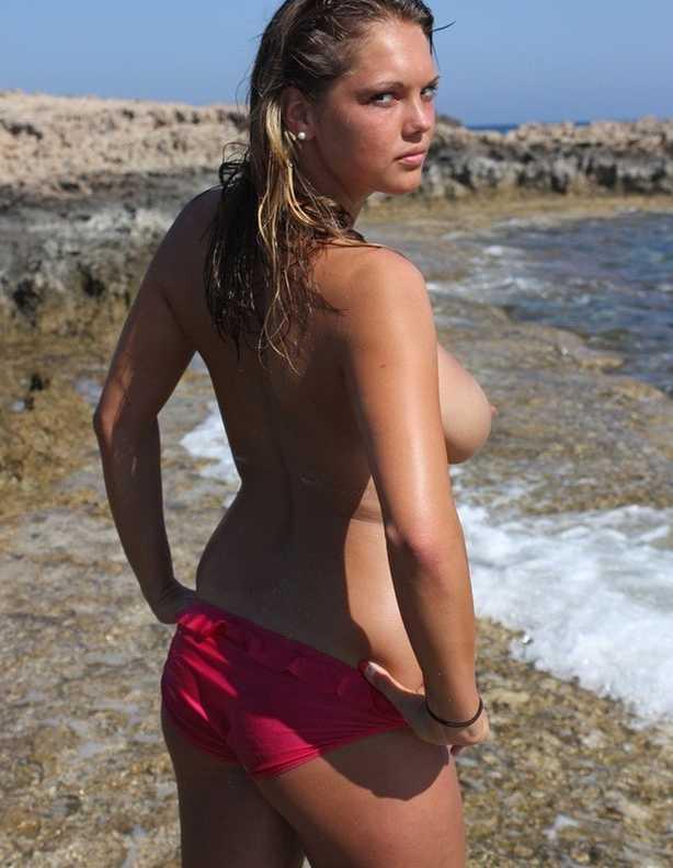 brune gros seins nue plage (109)