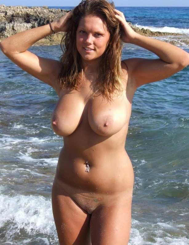 brune gros seins nue plage (115)