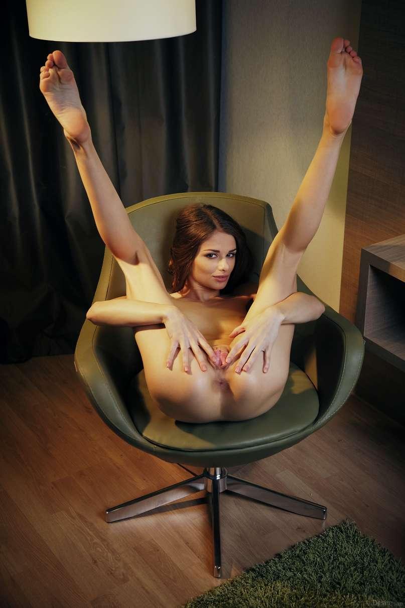 brune nue bonasse (120)