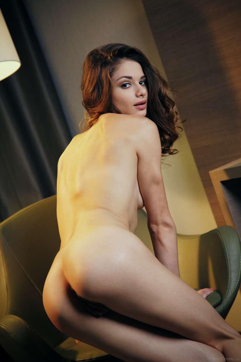 brune nue bonasse (125)