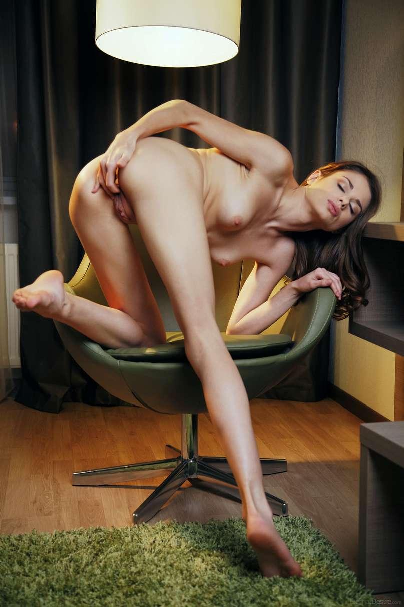 brune nue bonasse (129)