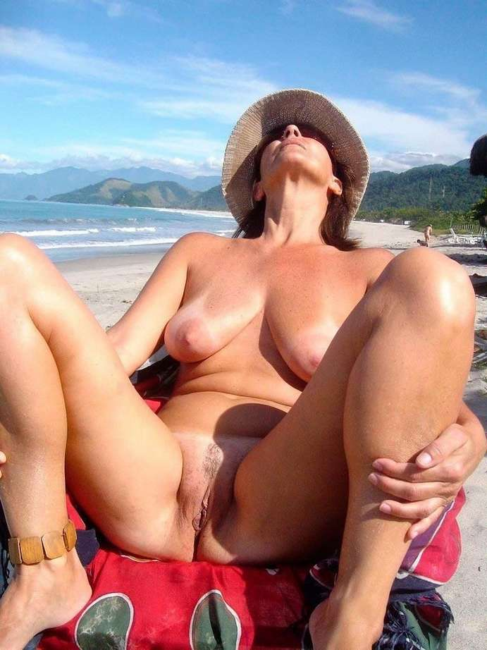 chatte nue outdoor (12)